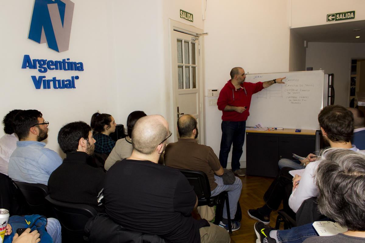 Joan dando charla SEO en Argentina Virtual